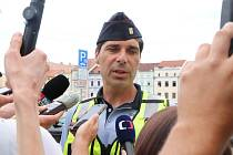 Tiskový policejní mluvčí Milan Bajcura v akci.