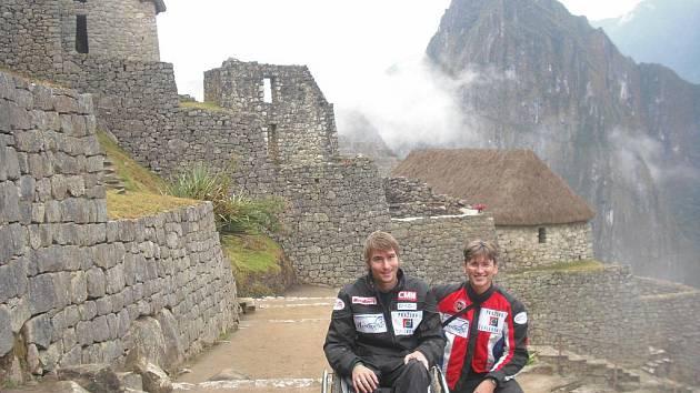 Ondřej Veselý a Radek Kriegler v legendární stavbě Inků Machu Picchu.