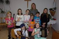 Děti ze ZŠ a MŠ Žimutice hrály a zpívaly seniorům ve Veselí nad Lužnicí.