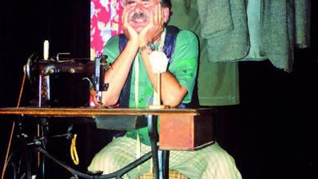 Eduard Váňa  v  roli bývalého módního návrháře Silvestra Kronbauera.