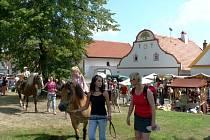 Od holašovických Selských slavností mohou očekávat zábavu návštěvníci všech generací.