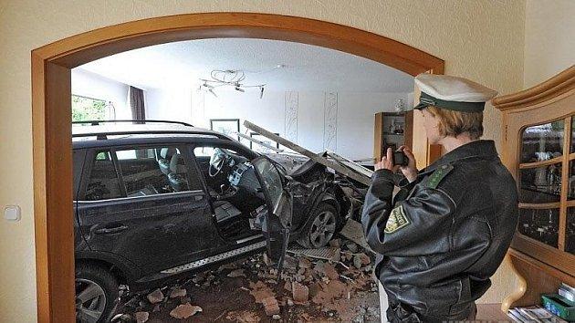 Zaparkoval v bytě.