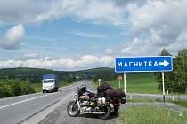 Zastavení s Petrem Hošťálkem na 5 128. kilometru jeho expedice do Pekingu.