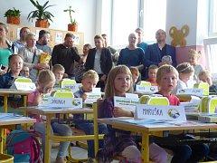První školní den v Základní a Mateřské škole Dubné.
