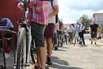 Množství zájemců těžce převažovalo nad počtem kol, které město nabízelo ke koupi.