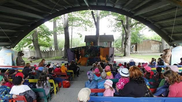 Každoročně míří do divadla v hlubocké zoo stovky dětí ze základních a mateřských škol. Jeviště i hlediště bude brzy modernější.