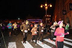 S baterkami vyrazili na trať účastníci nočního závodu Night Run, který se po roce opět vrátil do Českých Budějovic. Pro zdatnější běžce byla připravena desetikilometrová trasa. Kdo si na ni netroufl, mohl běžet pět kilometrů.