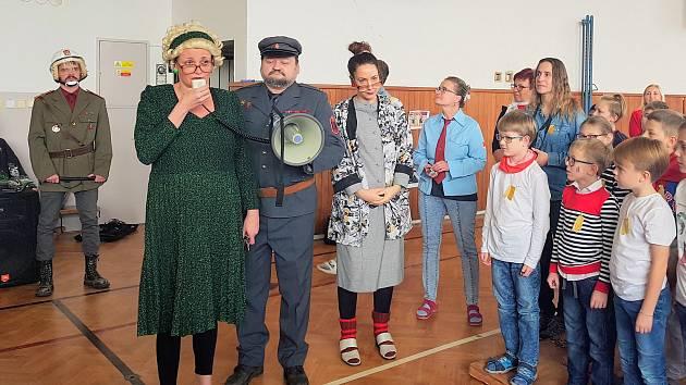 V ZŠ Lišov slavili 30. výročí sametové revoluce.