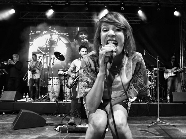 Britská skupina Incognito nadchla vlétě na Jihočeském jazzovém festivalu. Na snímku zpěvačka Katie Leone.