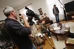 Jiří Mádl natáčel v jižních Čechách dokument České televize Tajemství rodu o kořenech své rodiny. Na snímku doma, kde se část dokumentu natáčela.