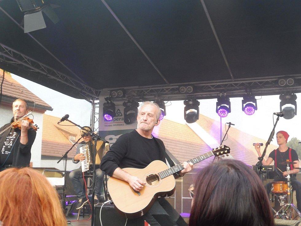 Na nádvoří borovanského kláštera hrála kapela Čechomor, Matěj Lienert.