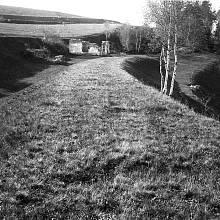 Jen sněžný pluh a dvě lopaty měl od železniční společnosti Mathias Lakinger, který pracoval ve strážním domku koněspřežky č.22 ve Steindörflu. Snímek z roku 1925, kdy byl již domek opuštěný.