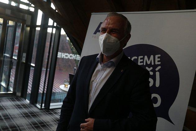 Volební štáb hnutí ANO včeskobudějovické restauraci Špalíček. Na snímku je lídr František Konečný.