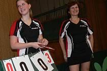Matka s dcerou. Vendula a Jaroslava Tenglovy (zleva) berou druholigová vítězství i porážky za stoly sportovně.