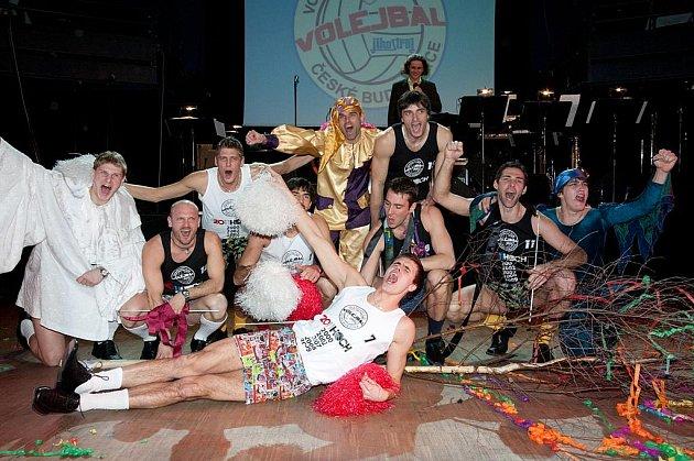 Na minulém plese si volejbalisté českobudějovického Jihostroje připravili vtipné půlnoční překvapení. Co předvedou letos?