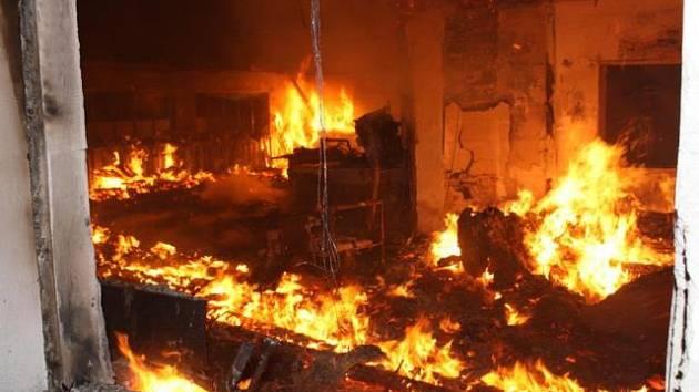 Požár v truhlárně v Haklových Dvorech vypukl v pátek 6. února před pátou hodinou ranní.