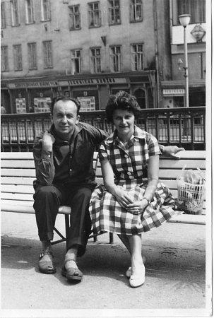 Spisovatel Věroslav Mertl vroce 1961, na snímku sprvní manželkou Milenou, rozenou Pelikánovou.