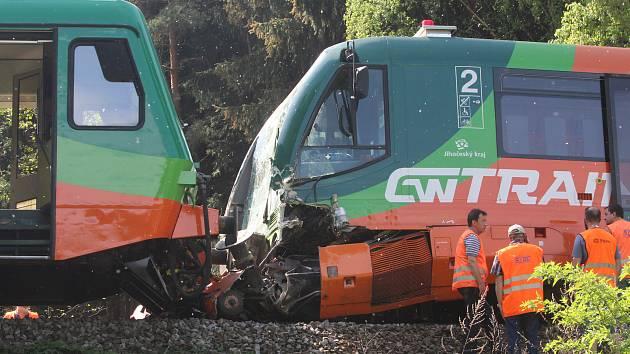 Vyšetřování vlakové nehody na Křemežsku se 14 zraněnými potrvá ještě několik měsíců.