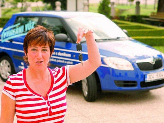 Jana Vršková z Týna nad Vltavou se už těší na nový vůz Škoda Fabia, který získala jako nejlepší tipující z jižních Čech v soutěži na akci Den s Deníkem.