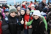 Většina dětí brala pondělní přesun do nové školy sportovně a s úsměvem. Přesto se těší, až se vrátí zpět na Máj do svého.