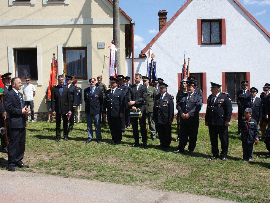 Dobřejovičtí dobrovolní hasiči oslavili 110. výročí otevřením nové hasičárny.