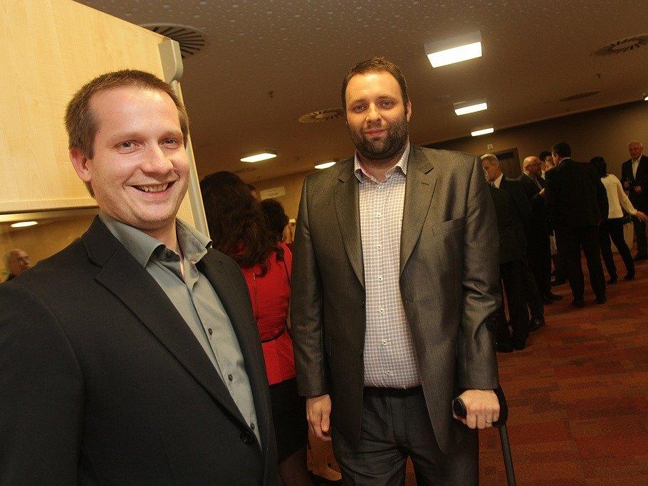 Slavnostní večer k ukončení třetího ročníku projektu Chováme se odpovědně. Na snímku jsou jednatelé písecké společnosti Algorit Jiří Šindelář a Petr Čáp.