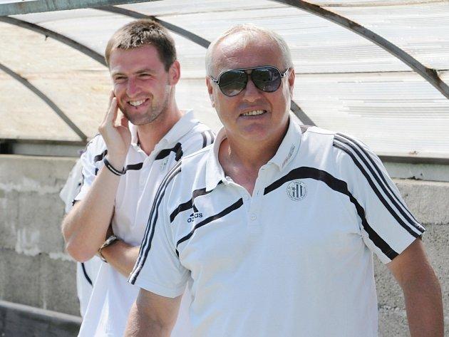 Pavel Tobiáš (vpravo) spolu se svým asistentem Janem Dvořákem měli na podzim hodně důvodů ke spokojenosti.