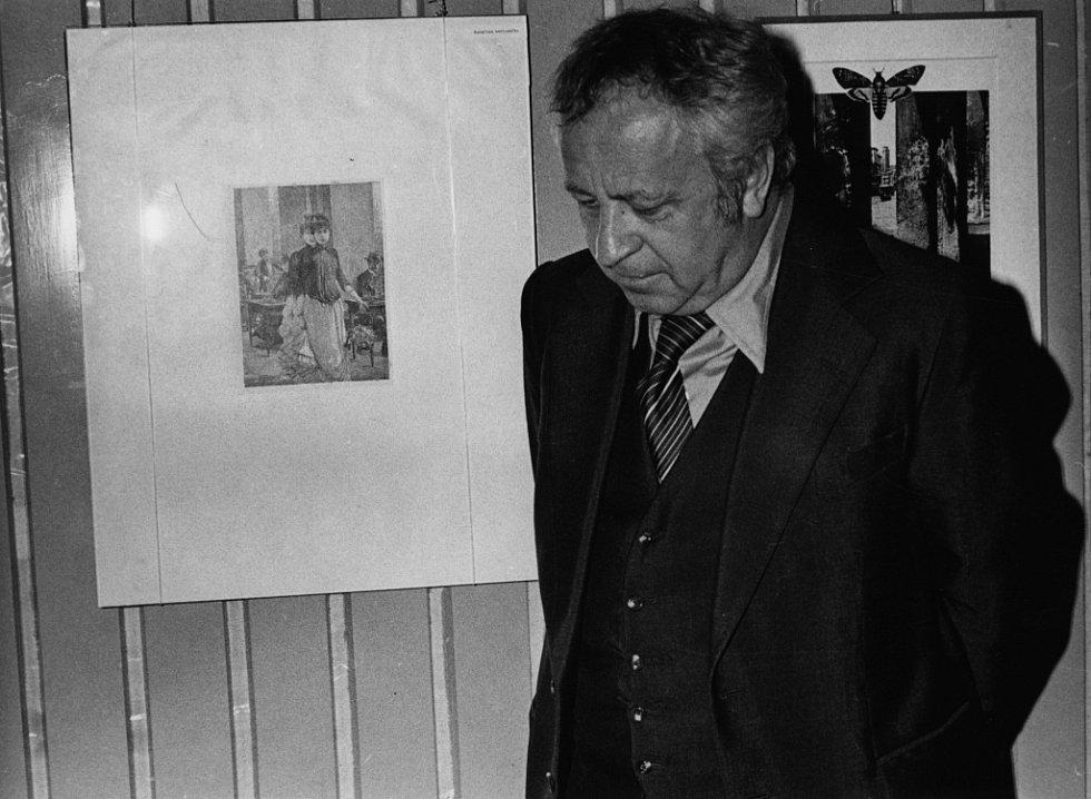 Alšova jihočeská galerie slaví 60 let. Snímek z výstavy koláží Miroslava Horníčka na Malé scéně, jaro 1979.