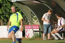 Trenér Robert Kochlöfl Nemanicím na hřišti hodně chyběl, i proto se zrodila v Krumlově divoká přestřelka (5:5).
