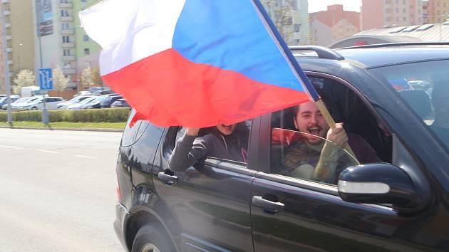 V neděli se uskutečnila další Jízda svobody z Českých Budějovic do Třeboně a Jindřichova Hradce, zúčastnilo se jí kolem šedesáti automobilů.