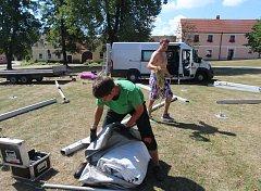 Přípravy na další ročník Holašovických slavností jsou v plném proudu,připravuje se na ně i slovenský lidový řezbíř Albert Šimrák