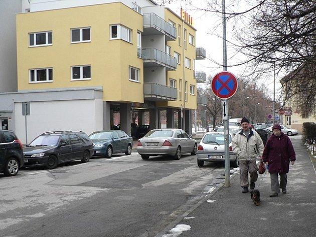 Parkování u Palackého náměstí.