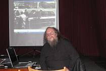 ZLOMOVÁ UDÁLOST. František Stárek (na snímku) vyprávěl v českobudějovické Solnici o zmařeném koncertu Plastic People of the Universe v Rudolfově 1974.