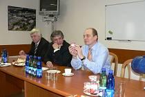 Ministr zemědělství Petr Gandalovič při návštěve Madety.