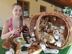 Asi šedesát pravých hřibů a pár bedel našla Barbora Bartoňová.