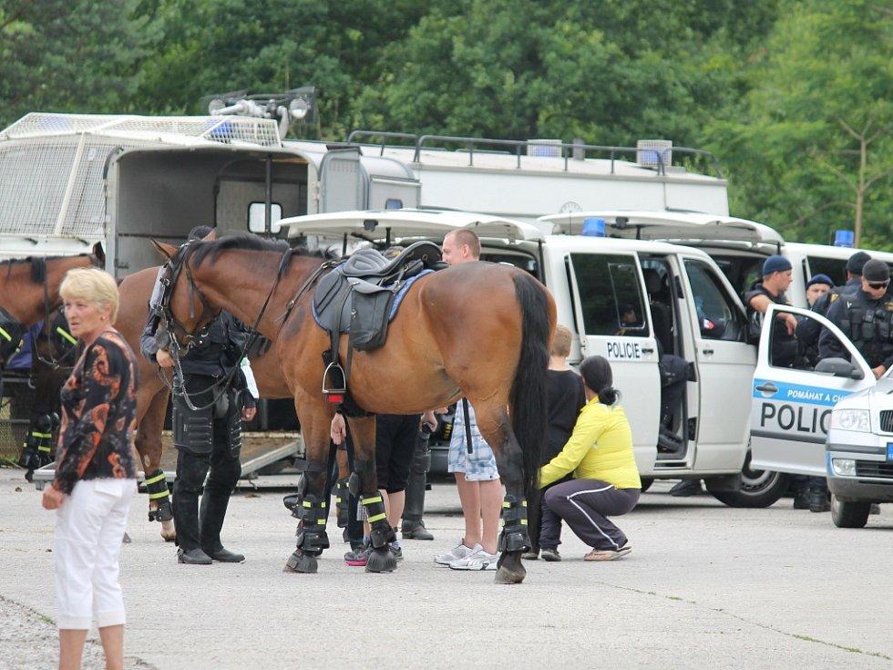 Jízdní policie se stala na Máji atrakcí.
