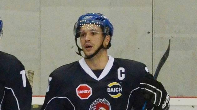 KAPITÁN. Jakub Matušík nahrál na úvodní gól Radku Seidlovi a zadělal na výhru.