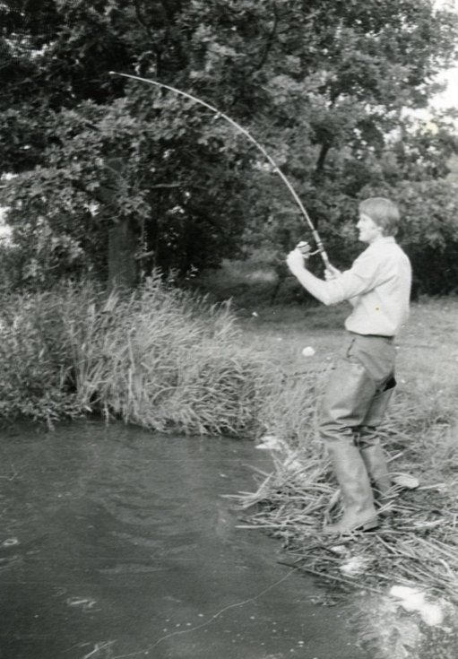 Spisovatel Miroslav Hule na rybách.