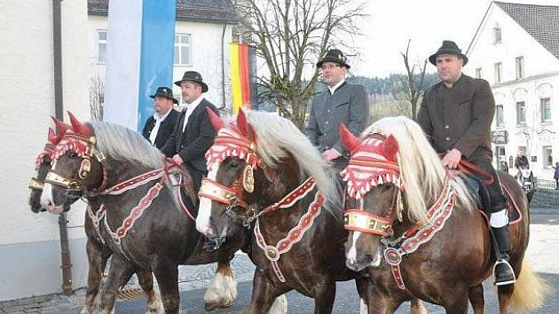 Velikonoce s koňmi u sousedů.