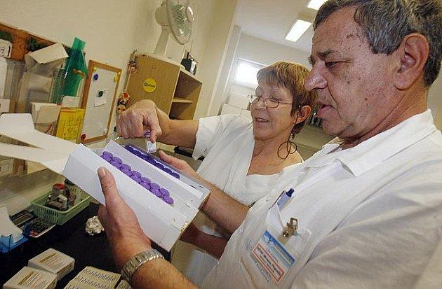Českobudějovická nemocnice dostala prvních 76 vakcín proti chřipce