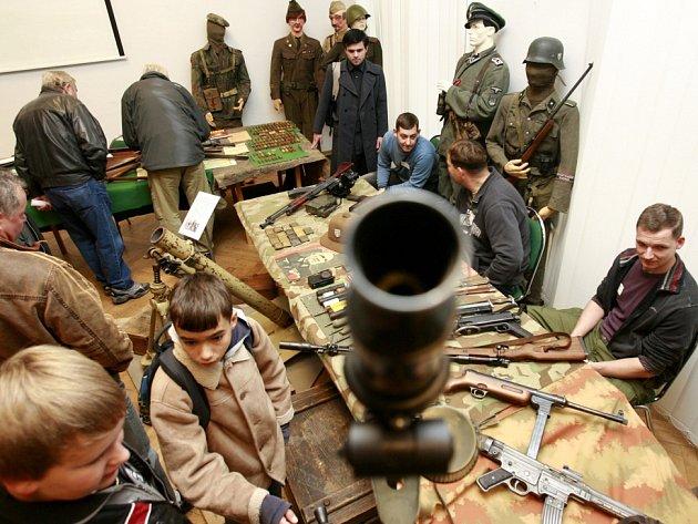 Jihočeské muzeum otevře 4. prosince výstavu zbraní z druhé světové války. Snímek z podobné výstavy v roce 2011.