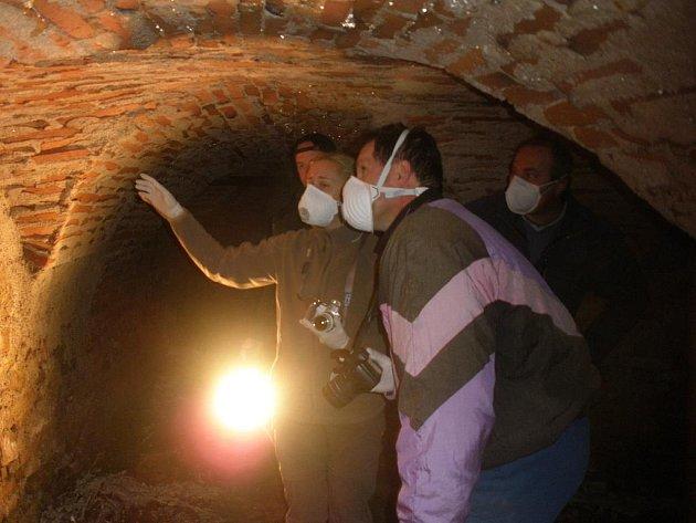 Co skrývají hrobky pod katedrálou? Výzkum napoví.