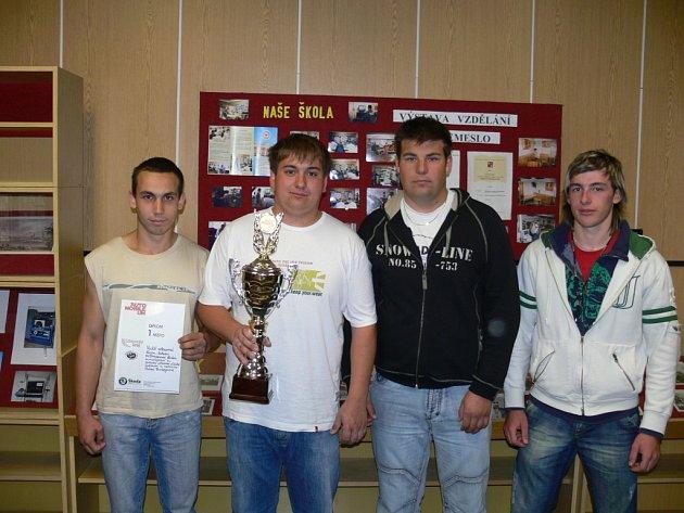 Zleva stojí s vítěznými trofejemi Lukáš Růžička, Josef Vereš, Bahula Jan a Jan Markovický.