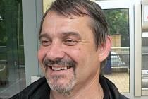 Ivan Sýkora hraje v ochotnickém souboru v Týně nad Vltavou.