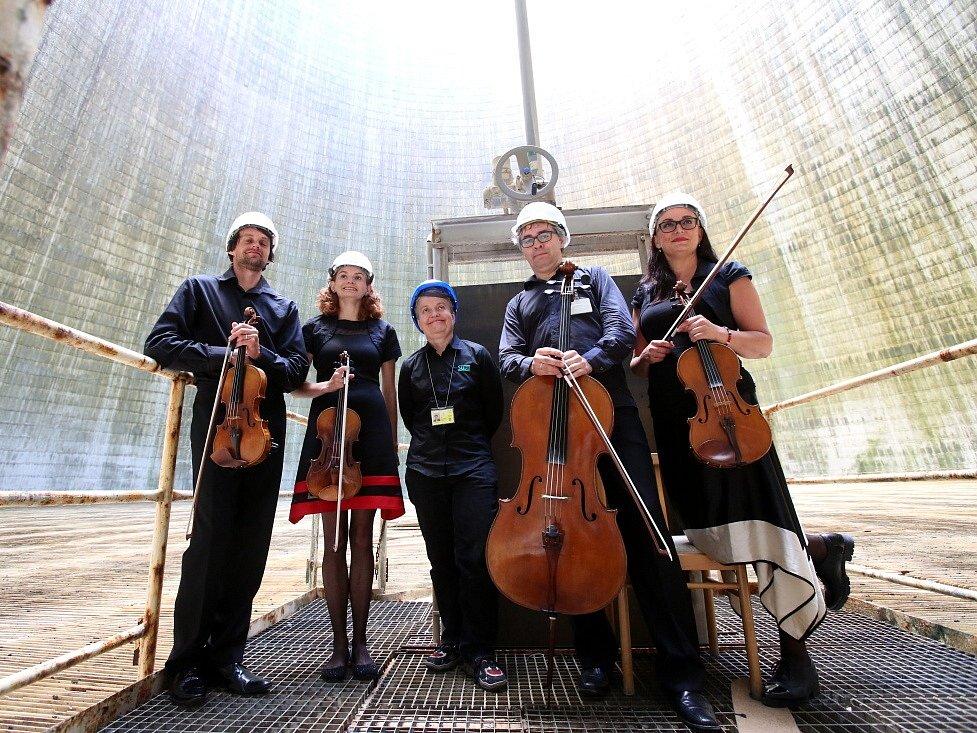 Kvarteto Jihočeské filharmonie zahrálo 20. června v chladicí věži Jaderné elektrárny Temelín. Zazněly skladby Mozarta, Debussyho a Dvořáka.