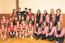V nových zrcadlech se při nácviku choreografií uvidí členové Hell's Cheerleaders i tanečníci ze skupiny Blueberry, kteří pravidelně trénují v rožnovské sokolovně.