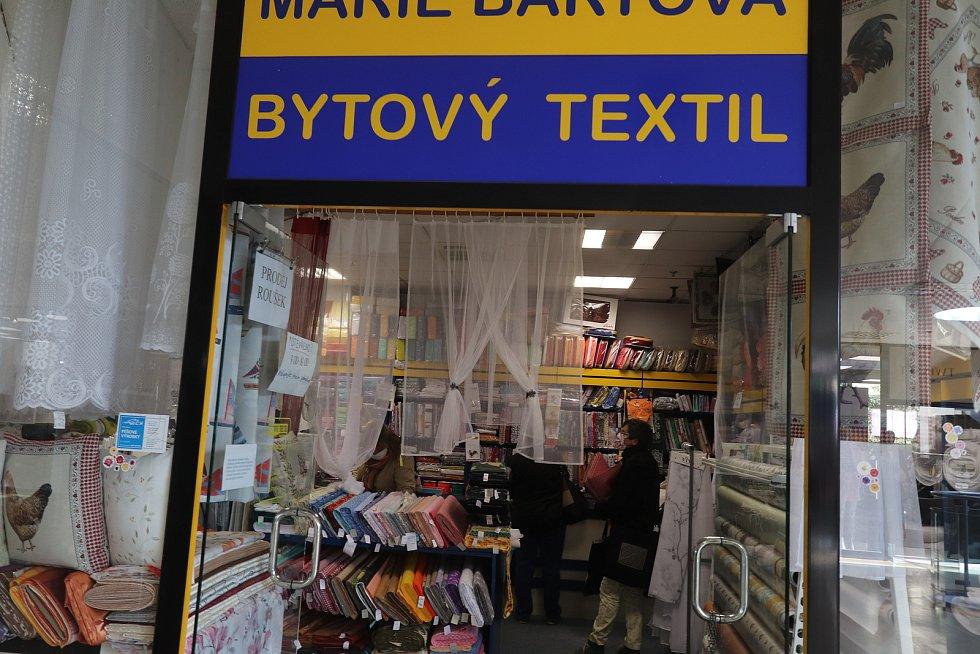 V pondělí po koronavirové přestávce otevřel i bytový textil Marie Bártové v Českých Budějovicích.