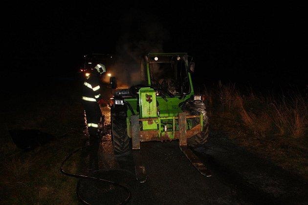 Škoda na nákladovém traktoru je 1,1milionu korun.