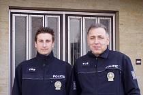 V čele boršovských policistů stojí nadporučík Jiří Hájek (vpravo) a jeho zástupce nadporučík Štěpán Wawreyn. Ve volném čase se oba věnují sportu a dokončují vysokoškolská studia.