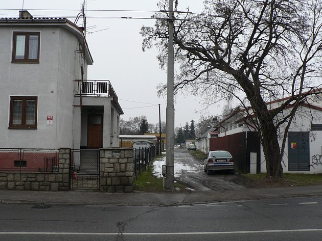 Pár desítek metrů od vilové zástavby se v českobudějovické čtvrti Čtyři Dvory plánuje stavba dvou továrních hal.